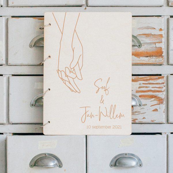 Houten Gastenboek Loving Hands