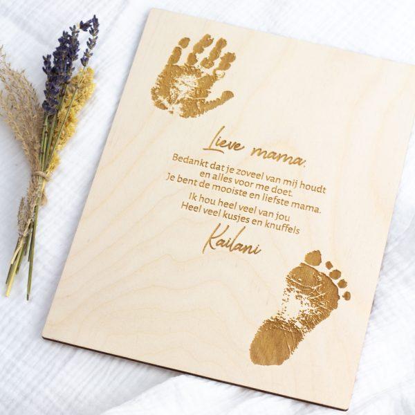 Houten Hand- en voetafdruk met boodschap