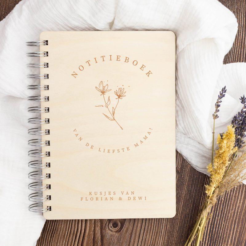 Houten Notitieboek Moeder- en Vaderdag - Bloem